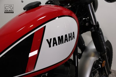 YAMAHA SCR950 Racing red